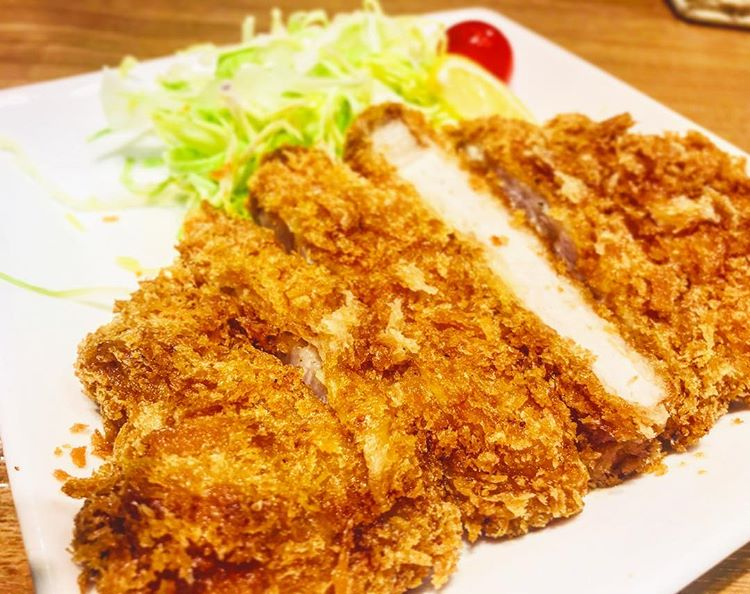 今日の500円定食の肉料理のメインがなんとトンカツ!!