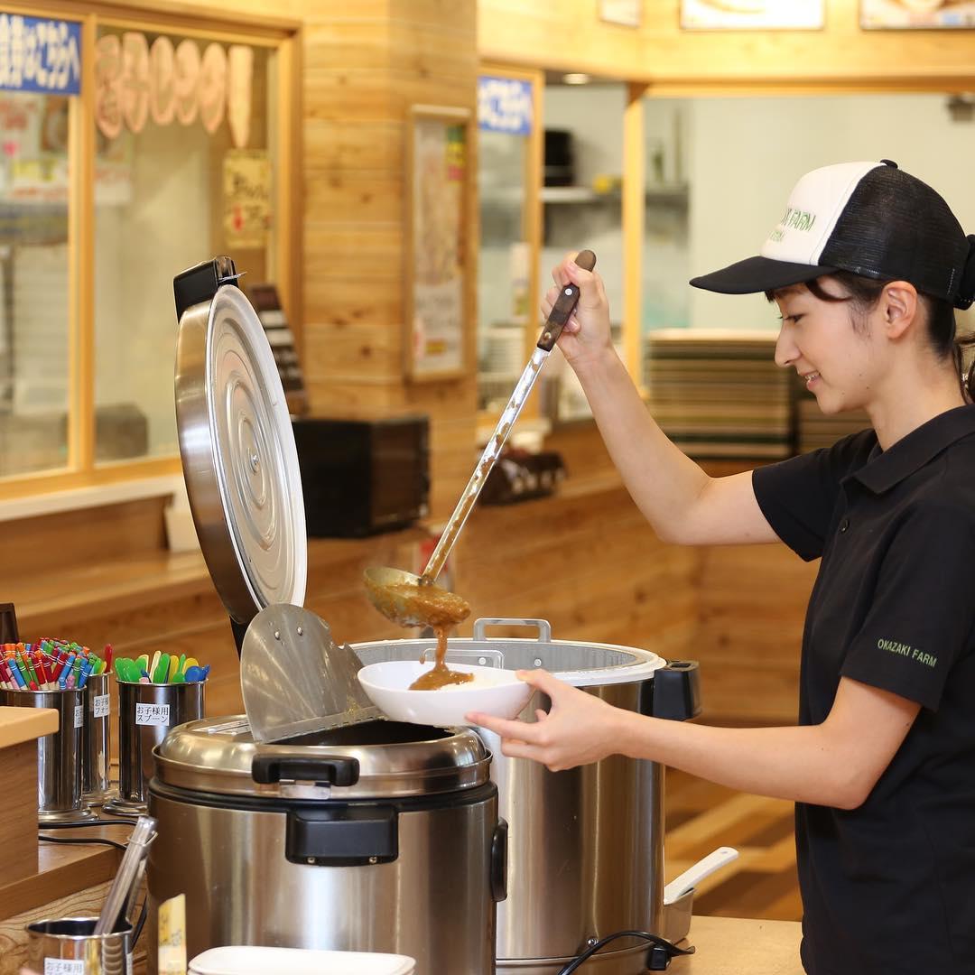 岡崎小鉢食堂で人気の盛り放題セルフカレー🍛