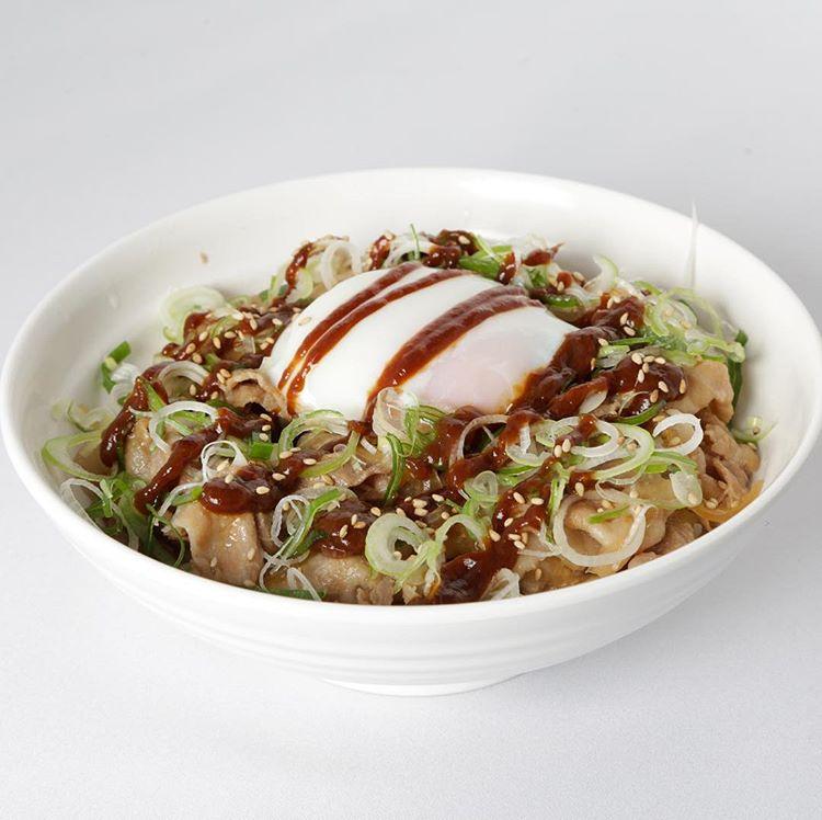 大人気の『スタ丼』¥880!肉ダブルで ¥1280!