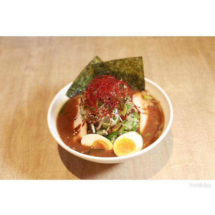 『八丁味噌の野菜らーめん全部のせプレミアム』野菜、チャーシュー2枚、海苔2枚、卵2個